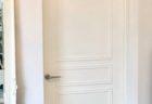 モールディングテープでドアをフランス風に。
